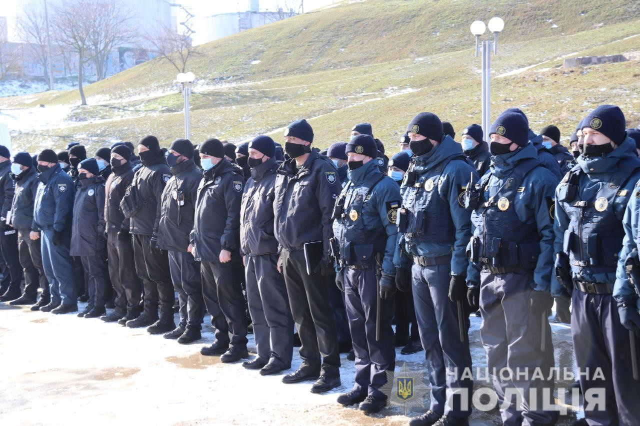 На улицы Херсона вышли почти 50 ковид-патрулей, в которых задействованы 100 полицейских и 60 нацгвардейцев
