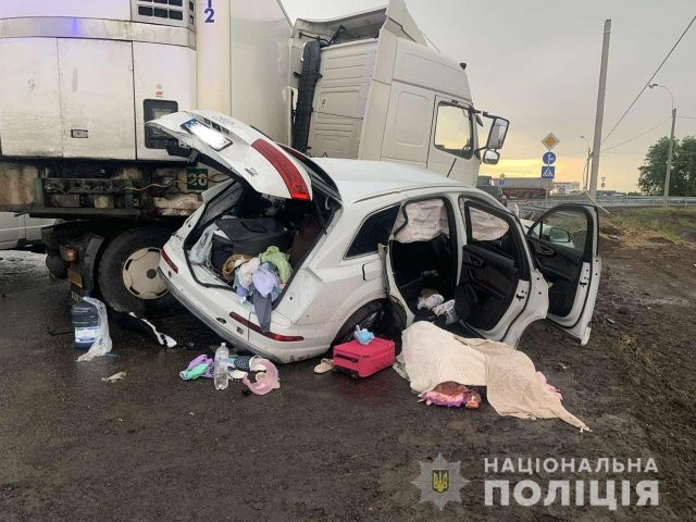 На Херсонщине полиция устанавливает обстоятельства жуткого ДТП, в котором погибла семья