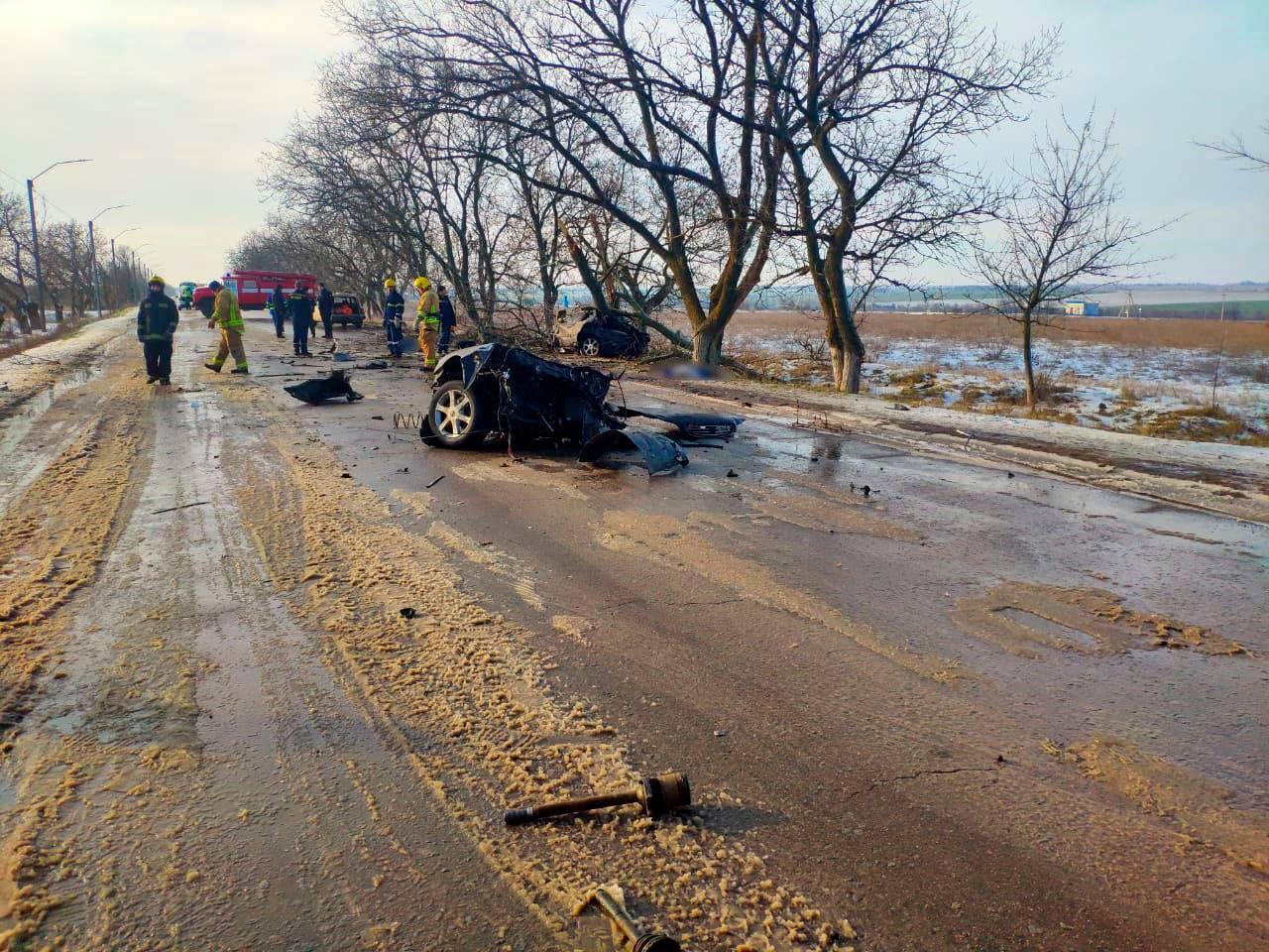 Смертельное ДТП на Херсонщине: авто разорвало пополам