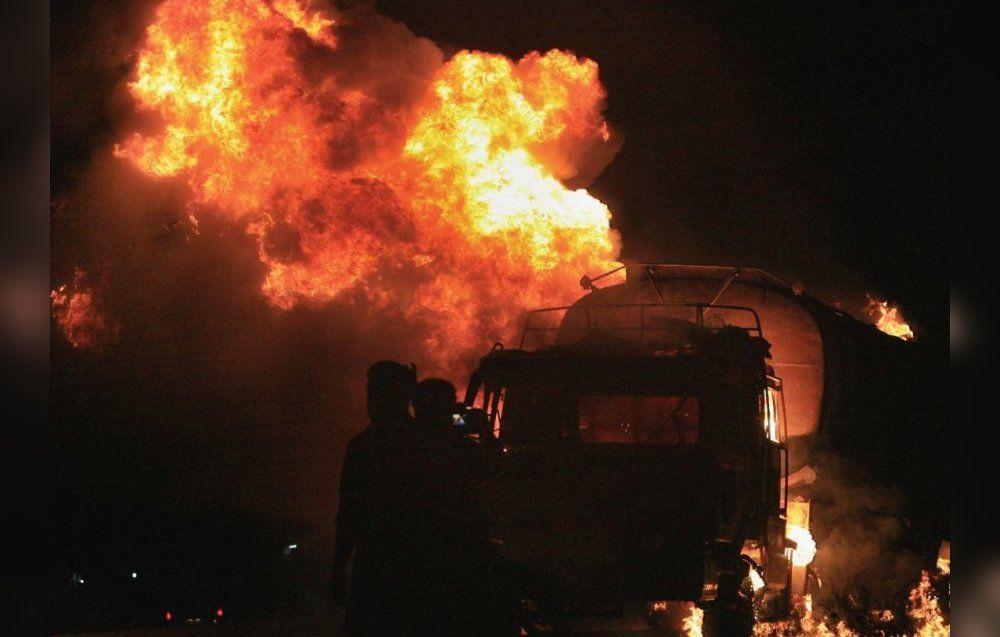 В Херсоне на станции техобслуживания взорвался бензовоз и еще два сгорели