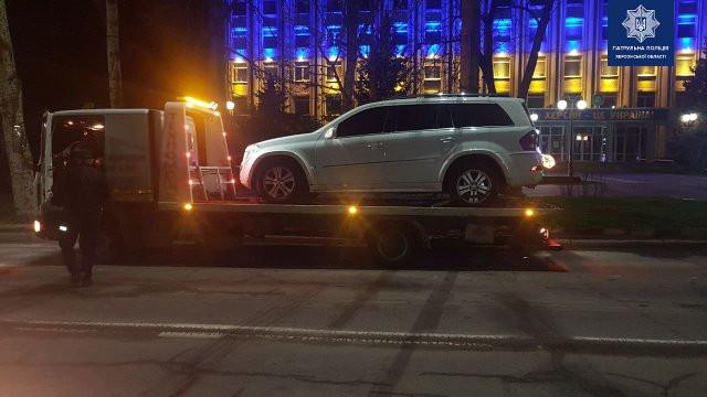 """Патрульные задержали агрессивного пьяного херсонца за рулем внедорожника """"Mercedes"""""""